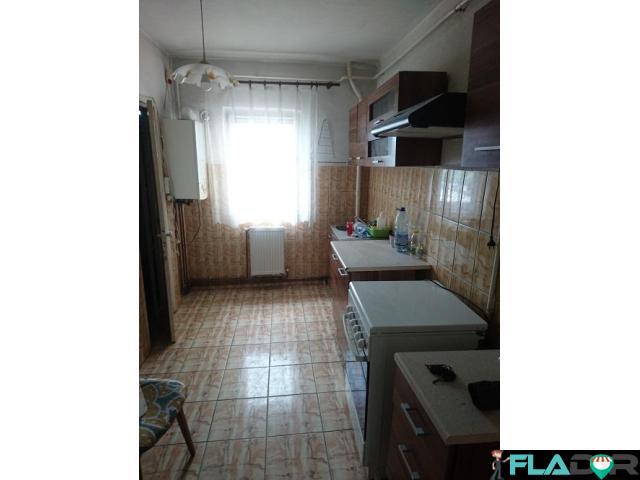 Apartament 4 camere C.U.G. - 2/6