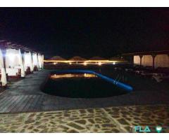 Casa de vanzare cu bar si piscina
