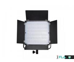 Set 2 lampi LED cu stativ si acumulatori