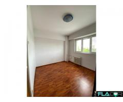 Apartament 4 camere,  decomandat - Imagine 3/6