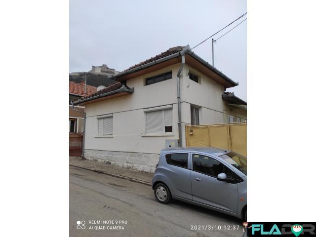 Casa solida cu curte si teren de constructie,ultracentral Deva - 1/1