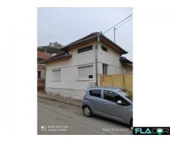 Casa solida cu curte si teren de constructie,ultracentral Deva