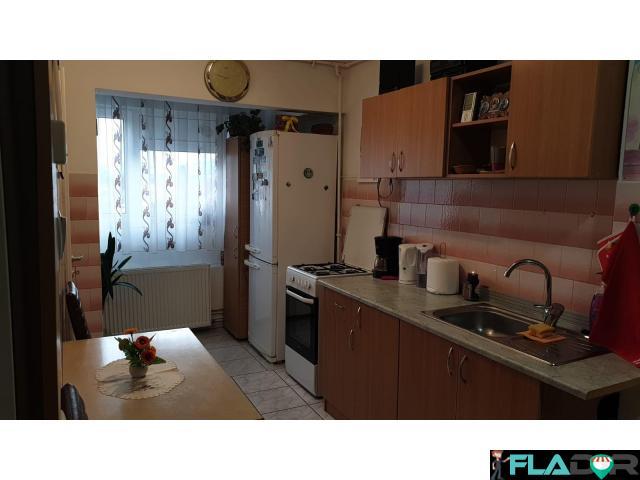 Vand apartament cu 2 camere - 3/6