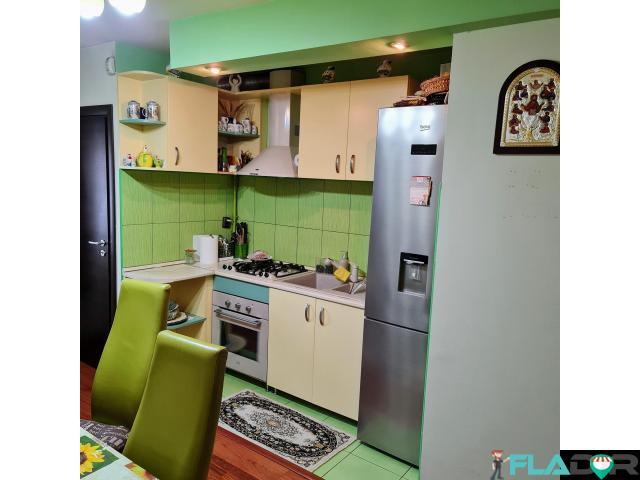 Vand apartament 3 camere,Marsti - 2/6