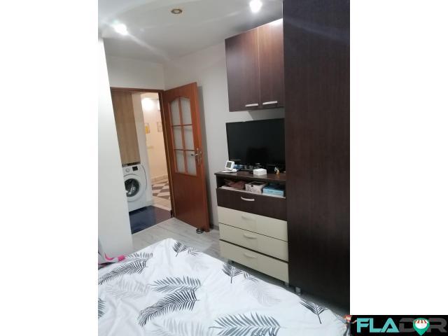 Vand apartament 3 camere Milcov - 1/6