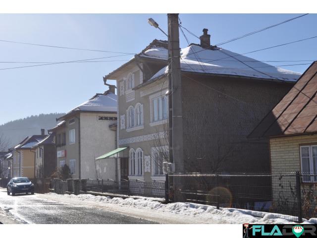 Vand vila in centru + casa, Moldovita - 2/5