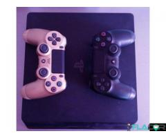 Consola PS4 Slim 1Tb impecabila + 2 manete si 7 jocuri cadou